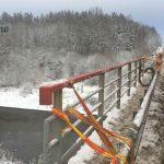 Водитель из Белоруссии упал с фурой с литовского моста и при этом остался жив.